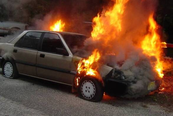 Πάτρα: Φωτιά ξέσπασε σε όχημα εν κινήσει στην οδό Καλαβρύτων