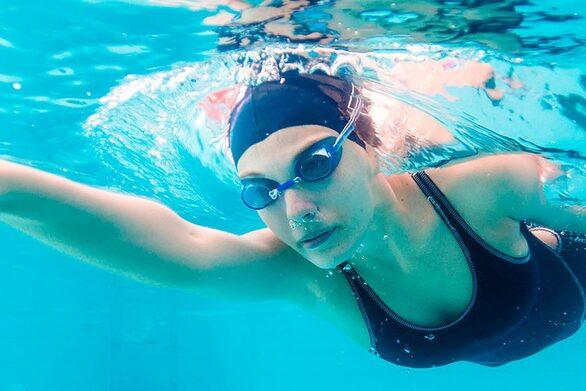 Όσα πρέπει να κάνετε σε περίπτωση υποθερμίας ενώ κολυμπάτε