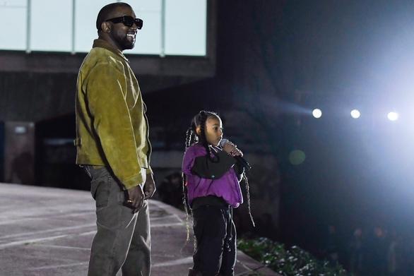 Η εμφάνιση της North στο νέο video clip του Kanye West! (video)