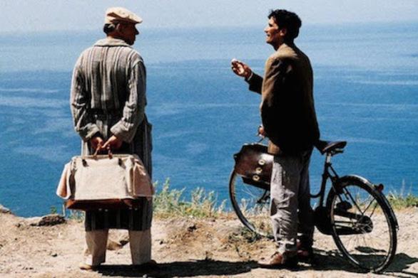 """Πάτρα: O Δημοτικός Κινηματογράφος συνεχίζει το """"ταξίδι"""" του με την ταινία """"Il Postino"""""""
