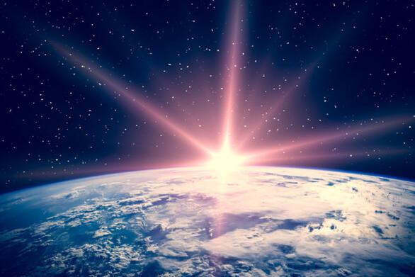 Εντόπισαν τέσσερα ολοστρόγγυλα φωτεινά αντικείμενα και ένα αδιανόητα μεγάλο «τείχος» στο διάστημα