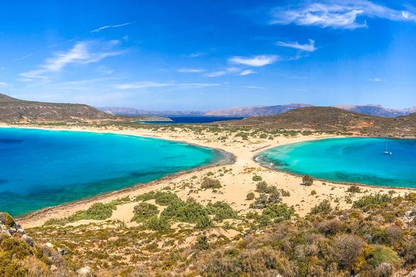 """Σίμος - """"Βουτήξτε"""" σε μια από τις πιο εξωτικές παραλίες της Ελλάδας (video)"""