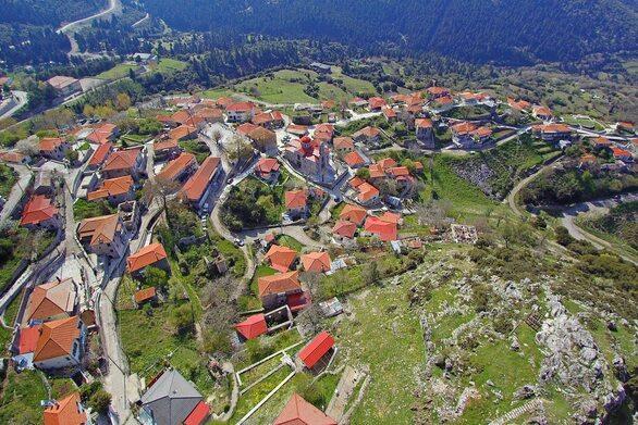 """Κερασοχώρι - """"Πετώντας"""" πάνω από το όμορφο μέρος της Ευρυτανίας (video)"""