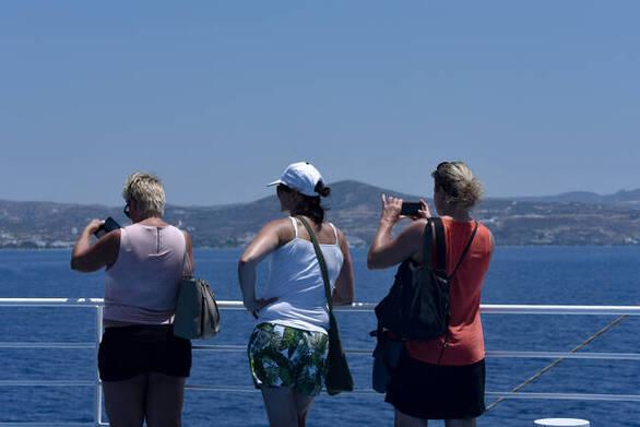 Κορωνοϊός: Γιατί οι επιστήμονες βλέπουν αναζωπύρωση λόγω τουρισμού