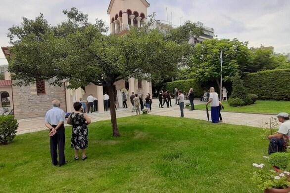 Τρίκαλα - Ράγισαν καρδιές στην κηδεία της 16χρονης Μαρίας (φωτο)