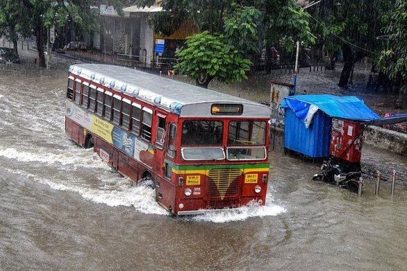 Ινδία: Στους 189 οι νεκροί από τις πλημμύρες
