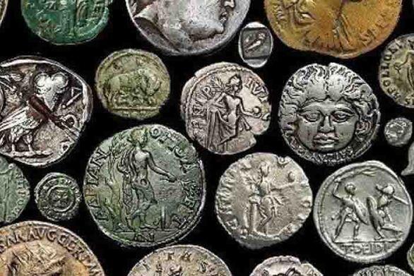 """Πάτρα: """"Tσάκωσαν"""" 57χρονο στο λιμάνι με μια βαλίτσα γεμάτη αρχαία νομίσματα"""