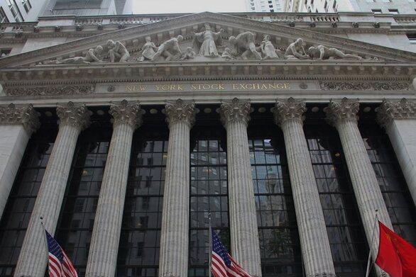 ΗΠΑ: Τη μεγαλύτερη πτώση μεταπολεμικά παρουσίασε η οικονομία το β΄ τρίμηνο
