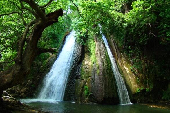 Δίδυμοι καταρράκτες του Μοκιστιάνου - Ένα εντυπωσιακό σκηνικό στην παραλίμνια περιοχή της Τριχωνίδας (video)