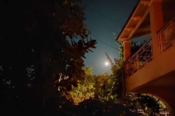 """Η εντυπωσιακή πανσέληνος του Αυγούστου """"στόλισε"""" τον ουρανό της Πάτρας! (pics)"""