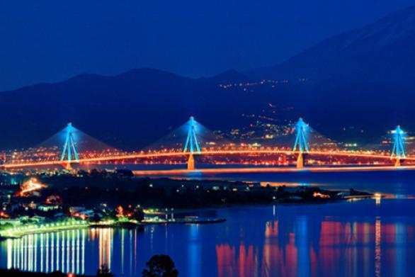 """Η στιγμή που η Γέφυρα Ρίου - Αντιρρίου """"φοράει"""" τα καλά της! (video)"""