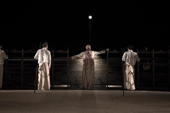 """Το κενό ενός μεγάλου υπαίθριου θεάτρου """"κόβει"""" τις ακριβές παραγωγές από την Πάτρα"""