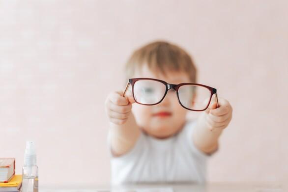 Οι πολυεστιακοί φακοί επαφής βάζουν «φρένο» στη μυωπία των παιδιών
