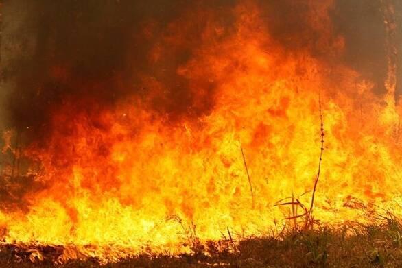 Ανεξέλεγκτη η φωτιά στα Χανιά