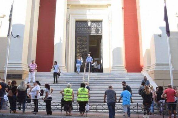 Πάτρα - Εργαζόμενοι στην Κοινωφελή: «Δήμαρχε, δέξου τα ασφαλιστικά»