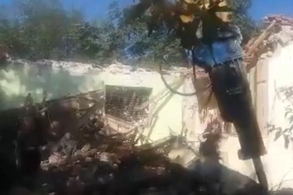 Χανιά: Κατεδαφίστηκε αυθαίρετο κτίριο πάνω στα Ενετικά τείχη (video)