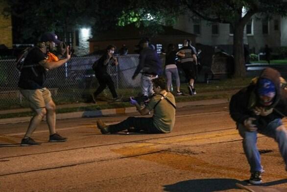 Ο 17χρονος που σκότωσε διαδηλωτές στο Ουισκόνσιν «ήταν σε αυτοάμυνα» ισχυρίζεται ο δικηγόρος του