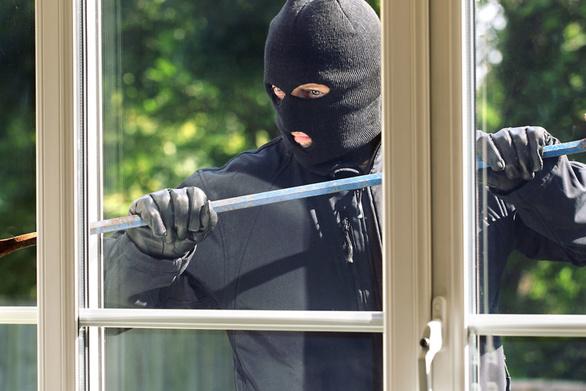 Πάτρα - Εισήλθαν από ανασφάλιστο παράθυρο σε σπίτι για να κλέψουν, αλλά...