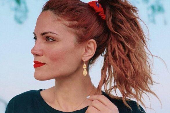 Μαίρη Συνατσάκη - Αποχαιρετά το καλοκαίρι μόνο με τα βατραχοπέδιλά της
