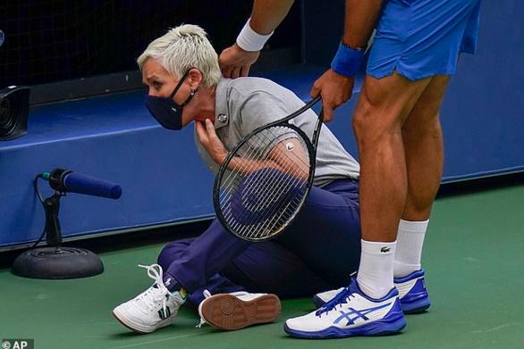 Βullying από οπαδούς του Τζόκοβιτς στην επόπτρια που χτύπησε με το μπαλάκι
