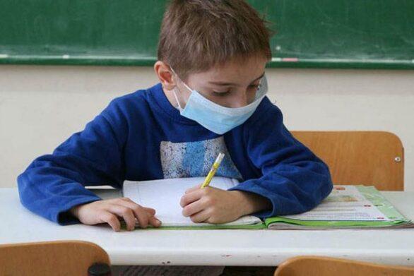 """Παπαευαγγέλου: """"Κανένας ιατρικός κίνδυνος από τη χρήση μάσκας στα σχολεία"""""""
