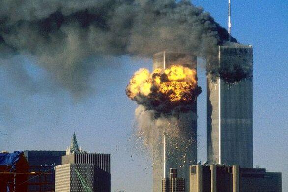 Σαν σήμερα 11 Σεπτεμβρίου αεροσκάφη της πολιτικής αεροπορίας πέφτουν πάνω στους Δίδυμους Πύργους