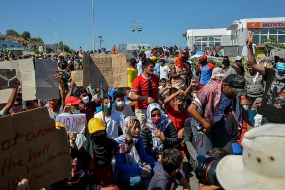 Διαμαρτυρία 2.000 μεταναστών στη Μόρια
