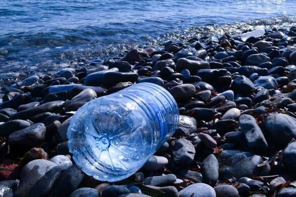 Η ταινία μικρού μήκους για τη ρύπανση με πλαστικό που σαρώνει τα βραβεία (video)