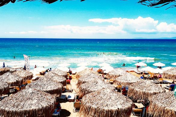"""Η """"Μύκονος"""" της Δυτικής Ελλάδας νίκησε τη γενικότερη πτώση του τουρισμού!"""