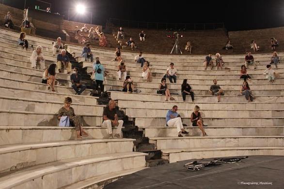 Πάτρα: Η πανδημία που άφησε άδειο το Ρωμαϊκό Ωδείο - Εικόνες που ξενίζουν