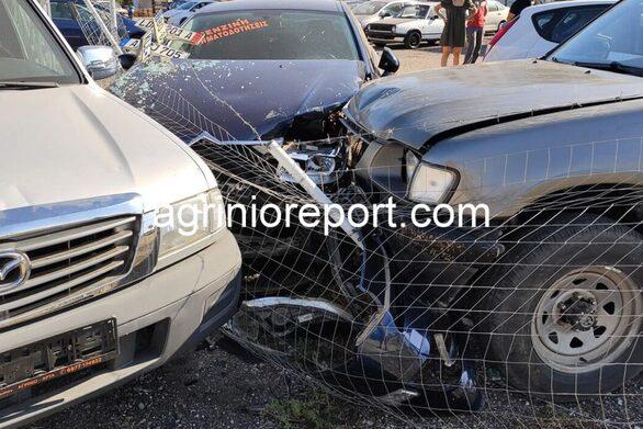 """Αγρίνιο: Αγροτικό """"πέταξε"""" μετά από τροχαίο και προσγειώθηκε σε μάντρα αυτοκινήτων (φωτο)"""