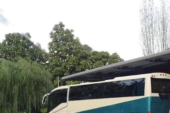 Ορεινή Αχαΐα: Στη... στάση έμειναν μαθητές των Καλαβρύτων - Το λεωφορείο ήταν γεμάτο!