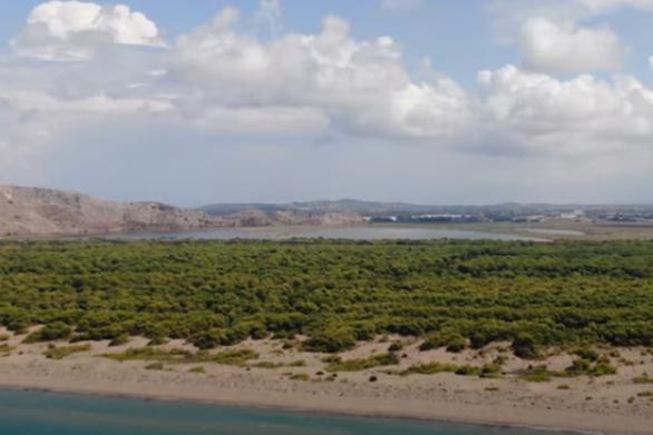 """Κυκλώνας """"Ιανός"""" - Οι περιοχές που αναμένεται να σαρώσει, από ψηλά (video)"""