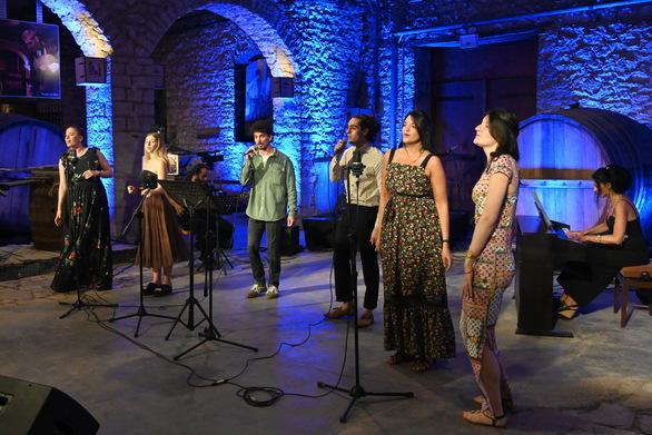 Πάτρα - Η Πολυφωνική με μια disco συναυλία στο Καλοκαιρινό Φεστιβάλ Καρναβαλιού