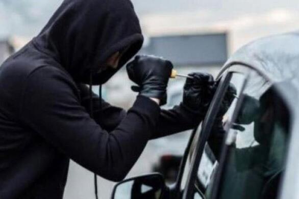 Κλοπή σε αυτοκίνητο στην περιοχή της Αγυιάς στην Πάτρα