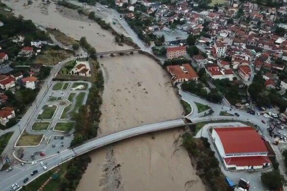 """Δήμαρχος Μουζακίου: """"Αποκλεισμένοι συνοικισμοί, κατεστραμμένο δίκτυο, σε απόγνωση οι κτηνοτρόφοι"""""""
