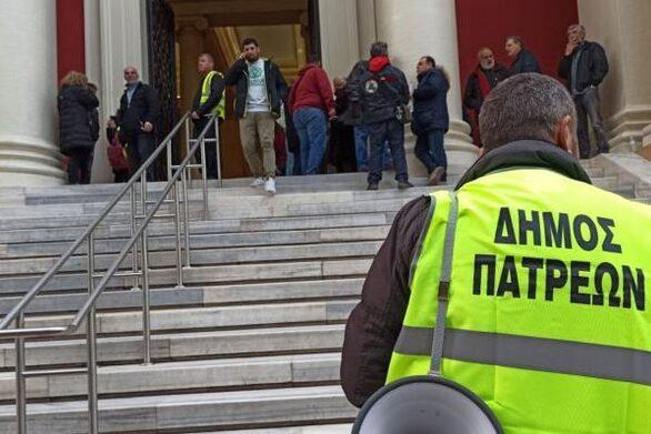 """Εργαζόμενοι κοινωφελούς δήμου Πατρέων: """"Υπαναχώρηση ή λάθος"""";"""