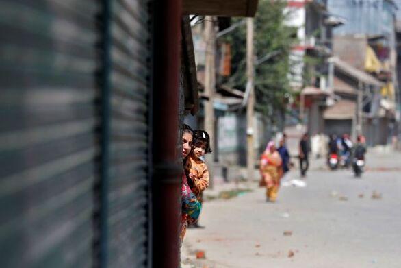 Ινδία: Έσκισε με δρεπάνι την κοιλιά της εγκύου γυναίκας του για να δει το φύλο του μωρού