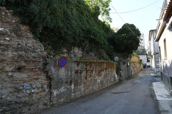 Πάτρα: Καθάρισαν τους δρόμους έξω από το παλαιό πολεμικό καταφύγιο (φωτό)