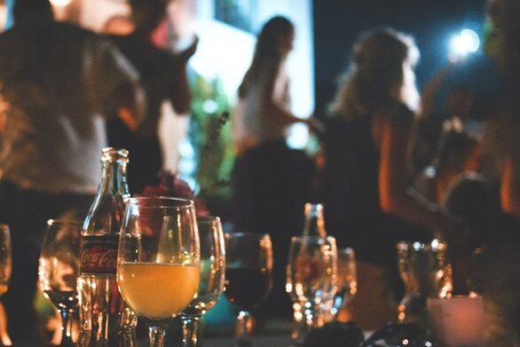 ΕΛ.ΑΣ. - Κορωνοϊός: Νέα μόδα τα πριβέ πάρτι «αλά Μύκονος»... σε διαμερίσματα της Αθήνας