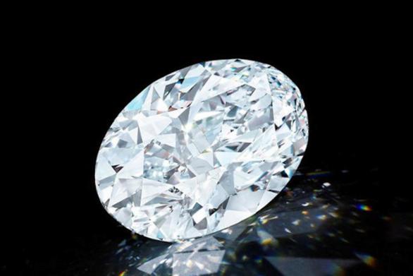 Αυτό είναι το σπάνιο αψεγάδιαστο διαμάντι που έπιασε 13,3 εκατ. ευρώ σε δημοπρασία