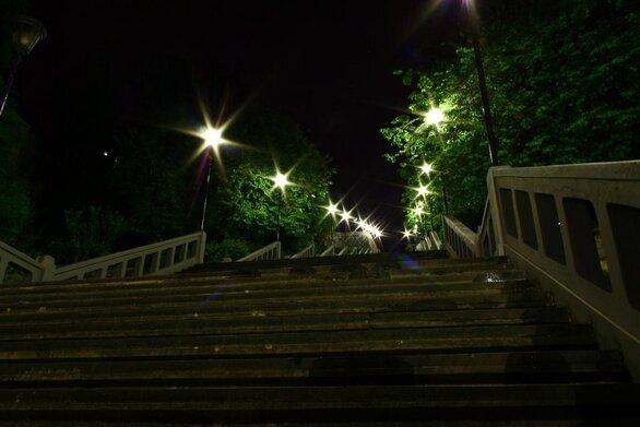 Πάτρα - Παρασκευή, ώρα 00:30: Άδειες οι σκάλες της Αγίου Νικολάου