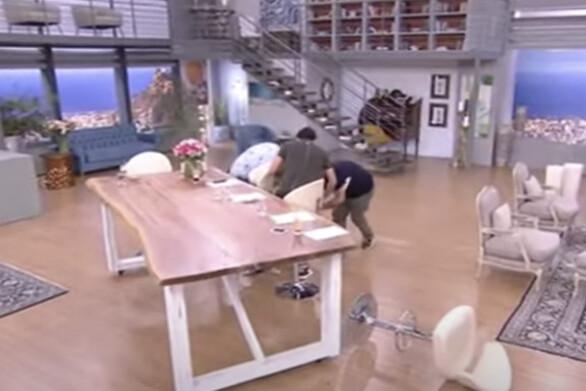 Η Φαίη Σκορδά έπεσε από το σκαμπό on air (video)