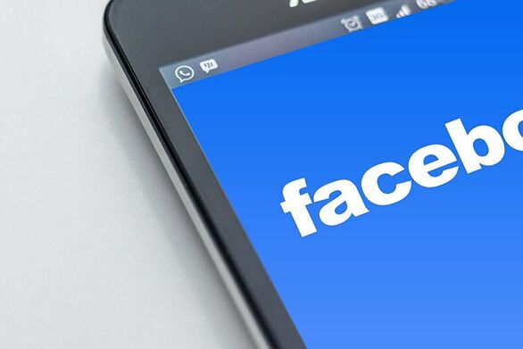 To Facebook απαγορεύει αναρτήσεις αρνητών του Ολοκαυτώματος