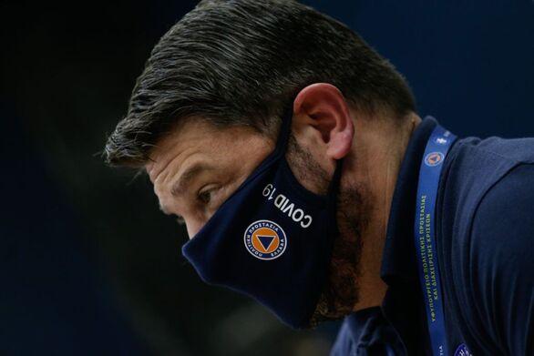 Κοζάνη - Κορωνοϊός: Έξαλλος ο Χαρδαλιάς με παραγωγό λαϊκής που φορούσε τη μάσκα στο πηγούνι