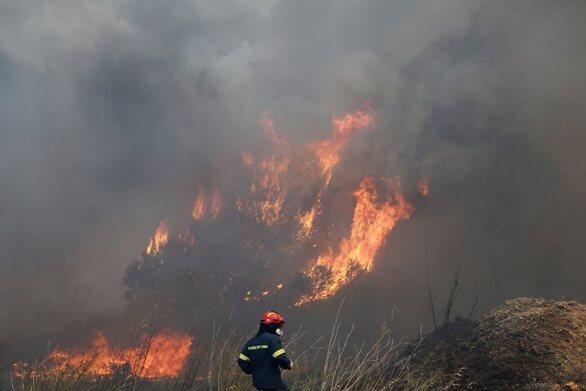 Φωτιά στη Μικροκώμη, έξω από τη Θεσσαλονίκη