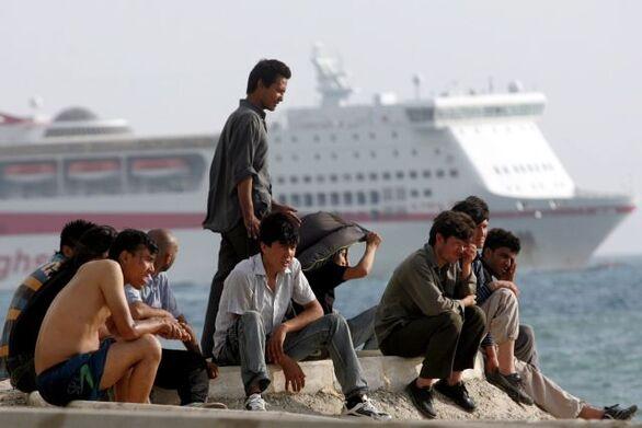 Πάτρα - Καταγγελία: Ένστολοι καταστρέφουν τα κινητά των προσφύγων
