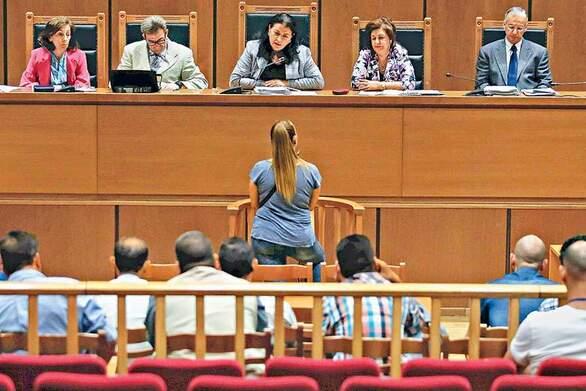 Χρυσή Αυγή - Επιμένει η εισαγγελέας: Να δοθεί αναστολή στους καταδικασθέντες