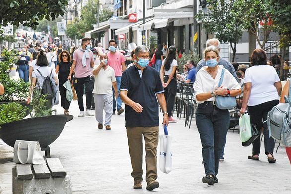 """Ποιοι εξαιρούνται από τη χρήση μάσκας στις """"πορτοκαλί"""" και """"κόκκινες"""" περιοχές"""