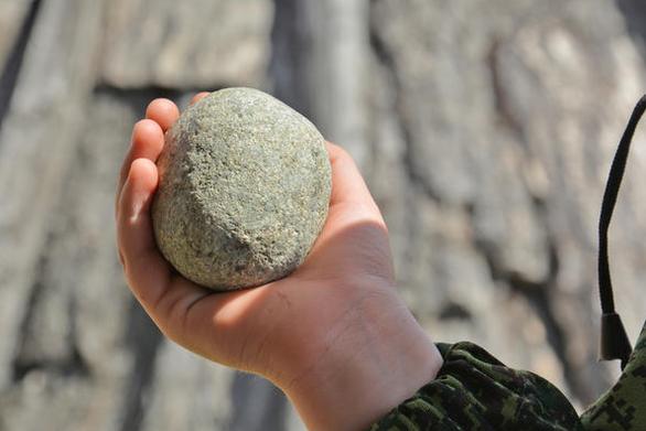 """Νέα """"μόδα"""" στα Δεμένικα της Πάτρας - Πετούν πέτρες σε σπίτια"""